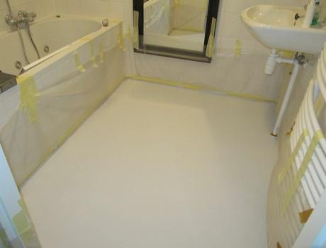 Badkamer witte vloer