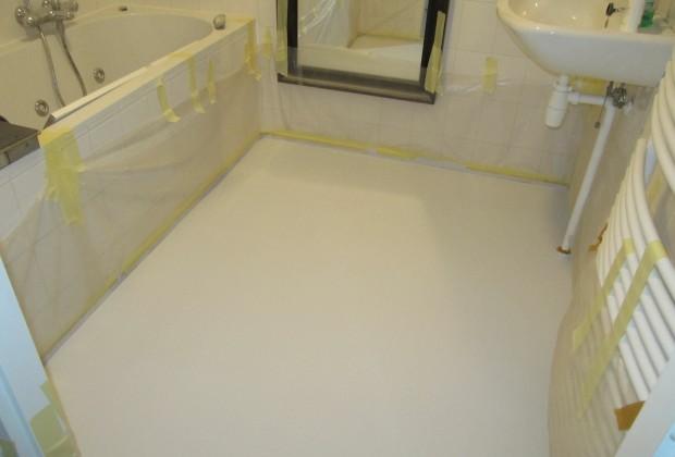 Troffelvloer In Badkamer : Portfolio badkamer witte vloer system floors